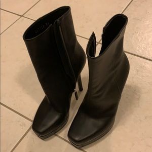 Gucci black leather boots size 36